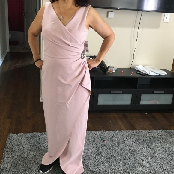 SLNY Dresses & Skirts - Beautiful pink dress